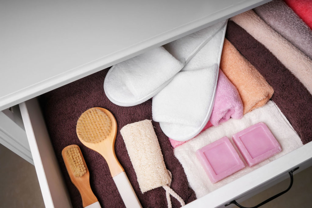 undermount drawer slides and side-close drawer slides
